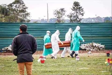 Com 2.535 mortes em 24h, Brasil supera a barreira de 350 mil óbitos por covid-19