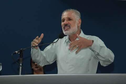 """Pré-candidato diz que não lançar candidatura significa """"aniquilamento"""" do PT"""