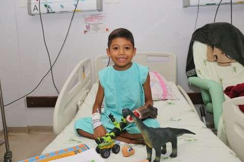 Paciente de diálise, Gustavo depende de água encanada em casa para sair do HU