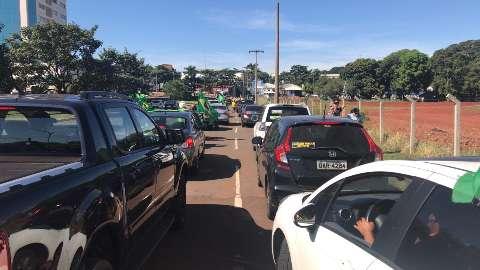 """Por """"liberdade"""", manifestantes se reúnem em carreata na Afonso Pena"""