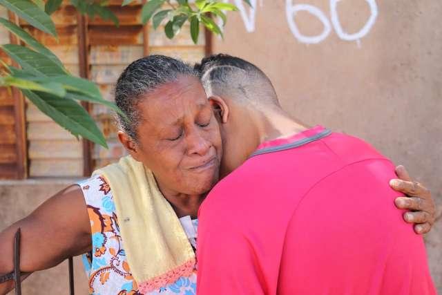 Em apenas 5 dias, Maria perdeu a filha para o câncer e o caçula para a violência