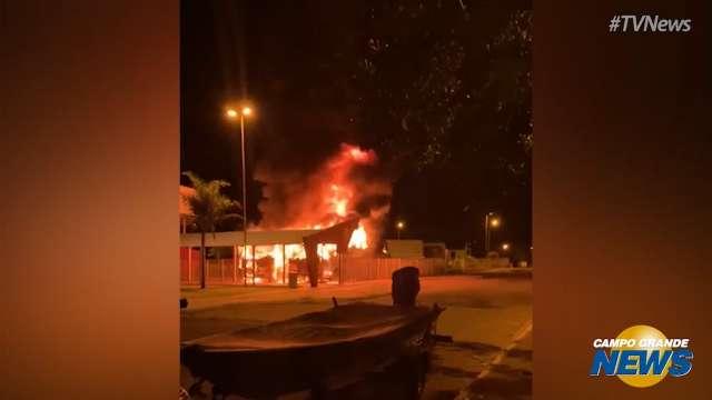 Incêndios destroem dois ônibus da empresa Expresso Maringá