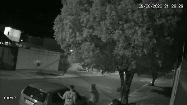 Quarteto é flagrado tentando invadir casa no Monte Castelo