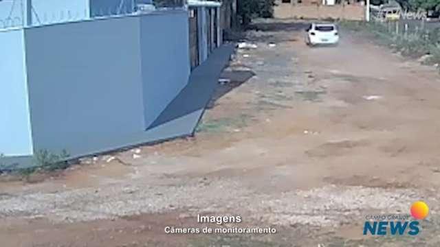 Câmeras flagram carro suspeitos em ruas de bairro